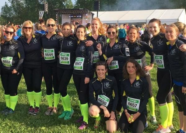 This awesome bunch of IESE ladies ran the 2016 Vårruset in lightning socks and in lightning time.